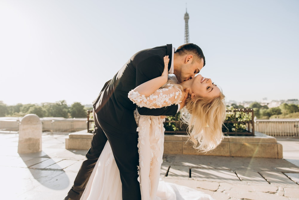 How to Save Money with Professional Wedding Photographers